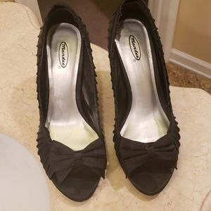 Black satin 3.5 in heels with bow